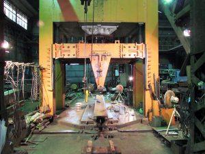 1500トンB門型プレス機